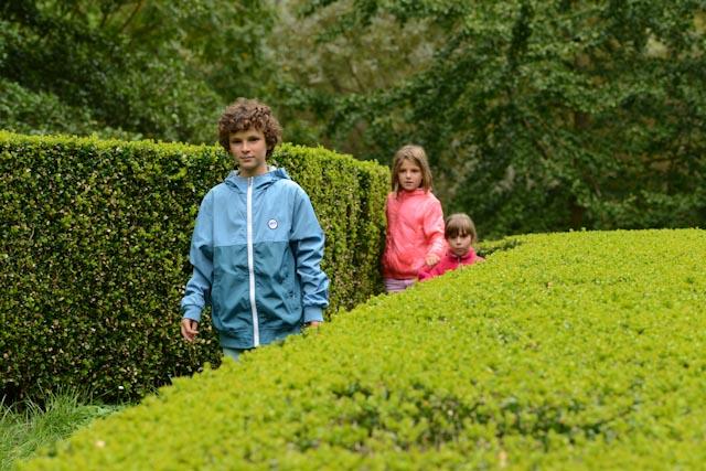 Ambre et Tristan ont joué à cache-cache dans le colimaçon géant fait de buis soigneusement taillés.