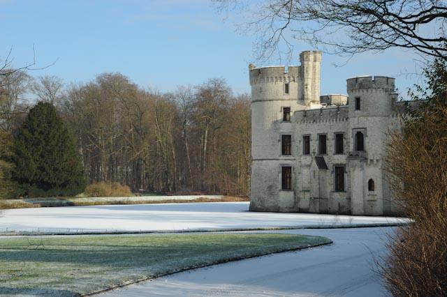 Les vestiges du château très endommagé lors de la seconde Guerre Mondiale, qui fut la demeure de la soeur du roi Léopold II.